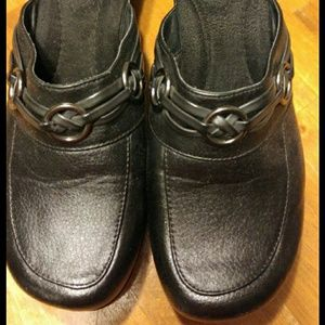 Dockers Clogs- Like New size 6.5